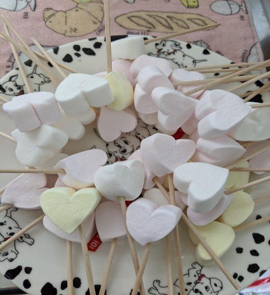 ホワイトデー,お返し,マシュマロ,手作り,お菓子,子供,マシュマロをスティックに刺す、